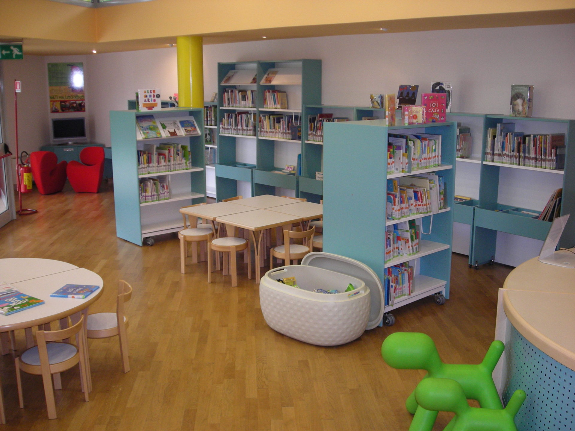 Libri per bimbi da 0 a 5 anni auris biblioteca for Arredi per biblioteche